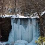凍りかけの滝